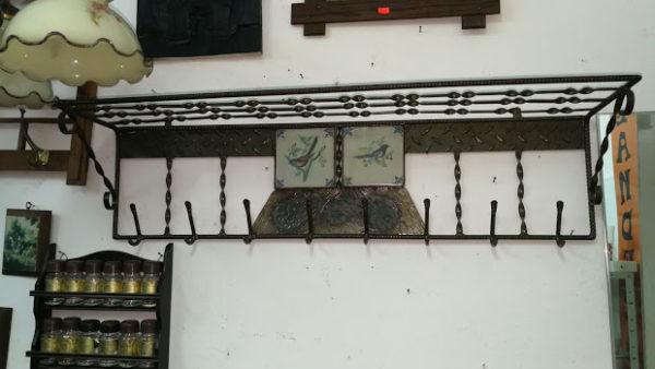 Закачалка за стена от ковано желязо и плочки
