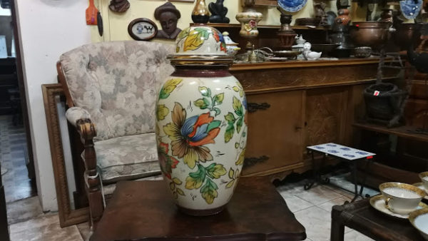 Голяма порцеланова ваза с маркировка