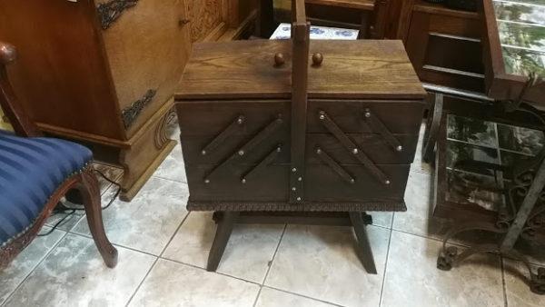 Старинен разтегателен шкаф