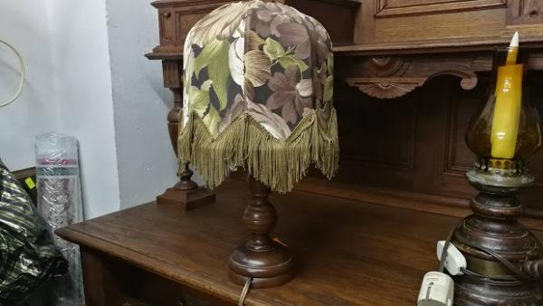 Настолна лампа в ретро стил