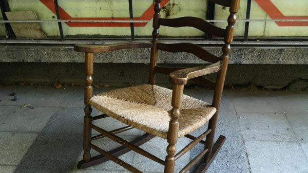 Люлеещ стол в ретро стил
