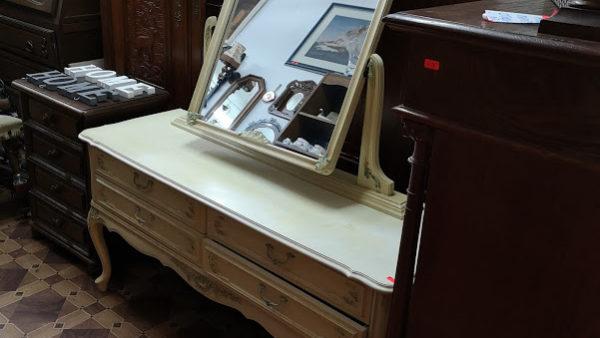 Тоалетка с огледало в стил Барок