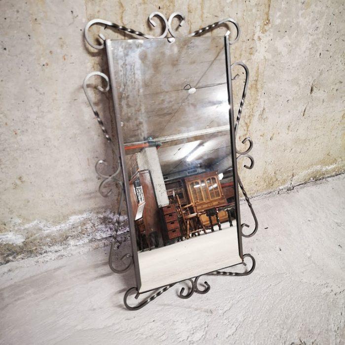 Ogledalo za stena ot kovano zhelyazo-1