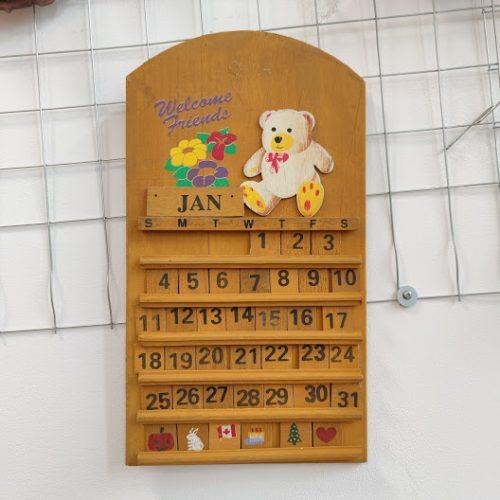 Rachno izraboten vechen kalendar za stena-1