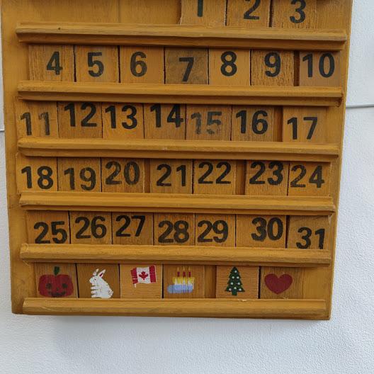 Rachno izraboten vechen kalendar za stena-3