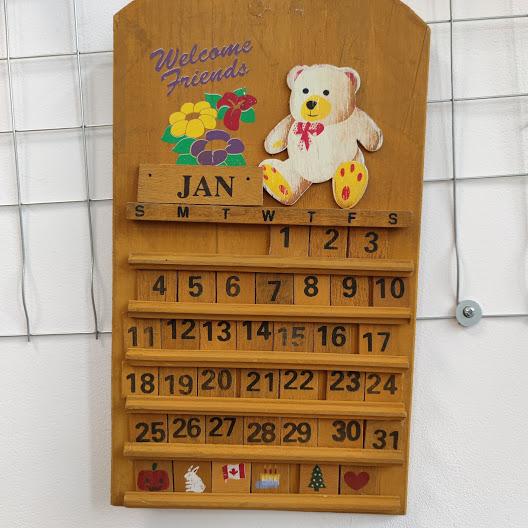Rachno izraboten vechen kalendar za stena-4