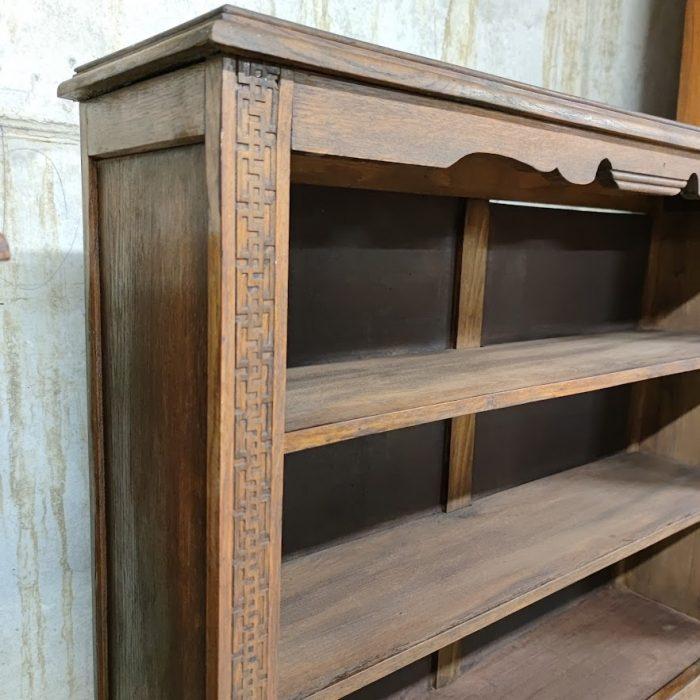 Malka biblioteka v retro stil-2